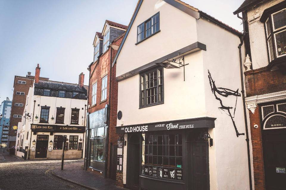 The Old House Hull Offers Exterior Restaurant Image