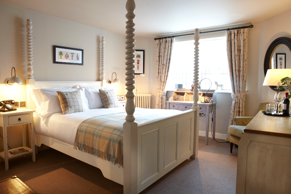 The Plough Scalby offer bedroom with 4 poster bed