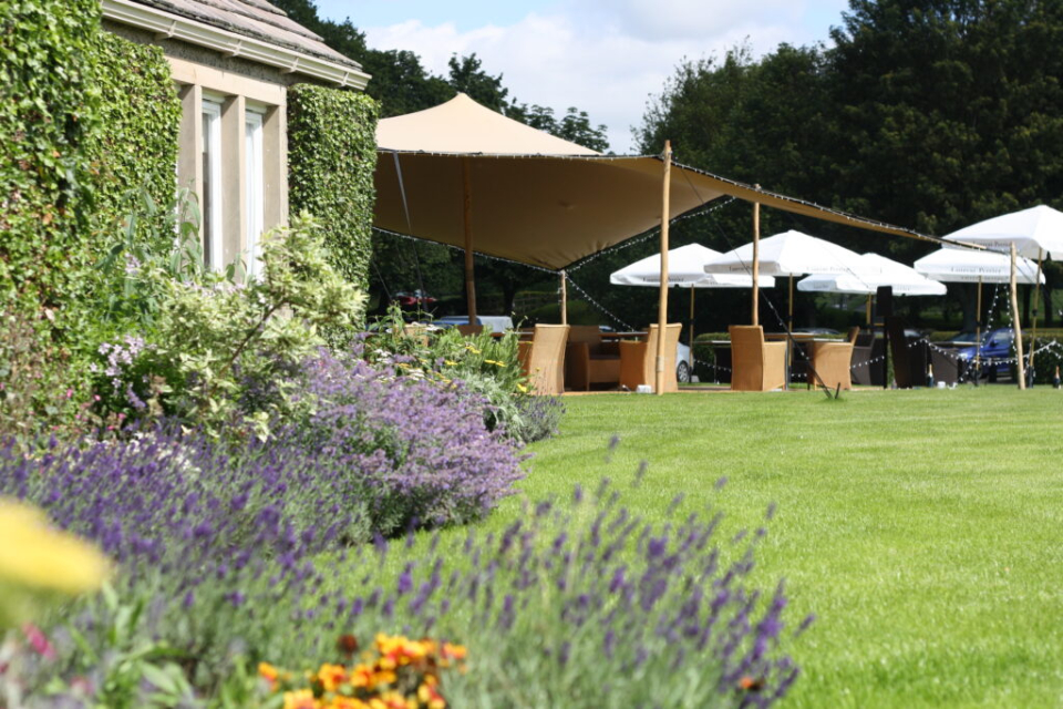 The Devonshire Arms Champagne & Seafood Terrace