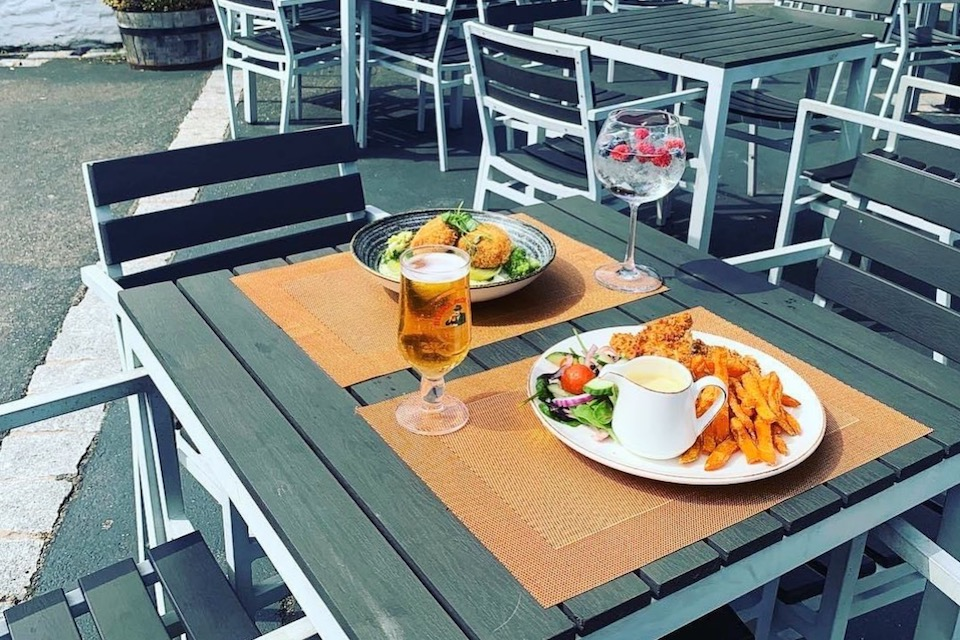 The Copper Horse outdoor dining scarborough