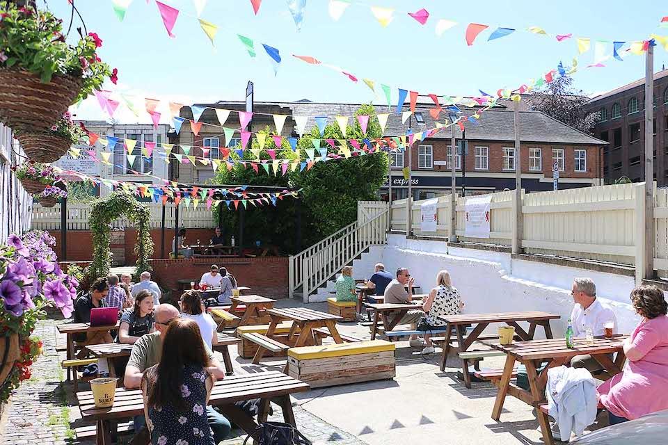 The Red Lion - Best beer garden in York