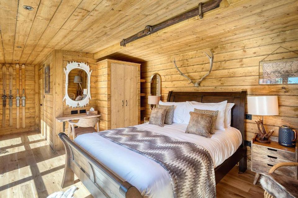Clementines - ski lodge